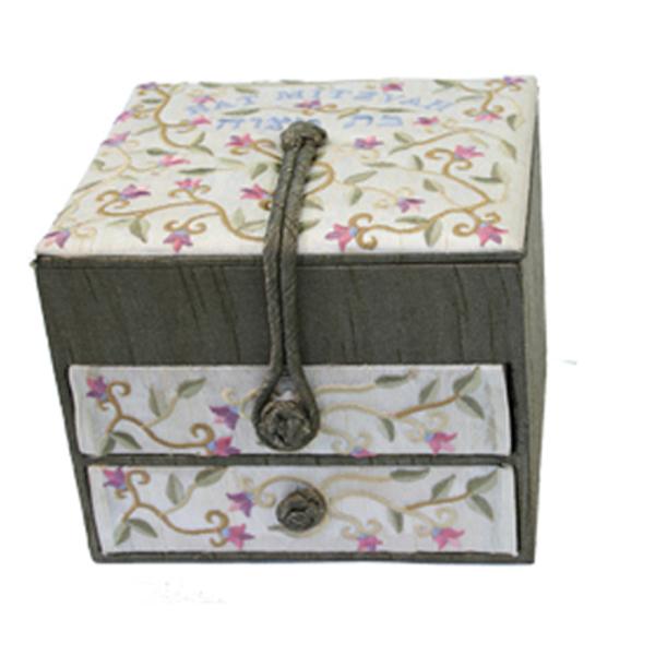 Picture of קופסא תכשיטים רקומה -2 מגירות - בת מצווה - BE-2 | יאיר עמנואל